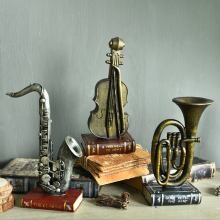 Antique Imitation Resin Musical Instrument Violin Saxophone Trumpet Model Coffee Shop Bar Home Decor