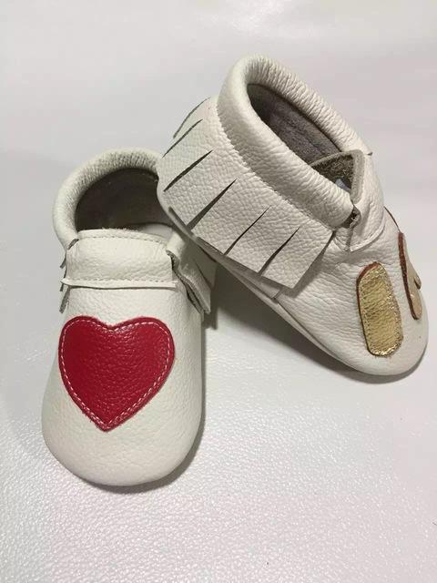 Corazón al por mayor 100 par/lote zapatos arco de la manera del Cuero Genuino de la Vaca Del Bebé Mocasines Moccs niñas Bebé Recién Nacido firstwalker antideslizantes