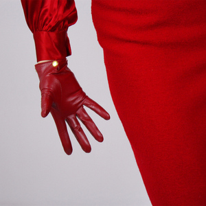 Image 3 - Schapenvacht Handschoenen vrouwen Leer Rood Mid lengte Dunne Fluwelen Voering Warm Handschoenen Gouden Ketting TB61