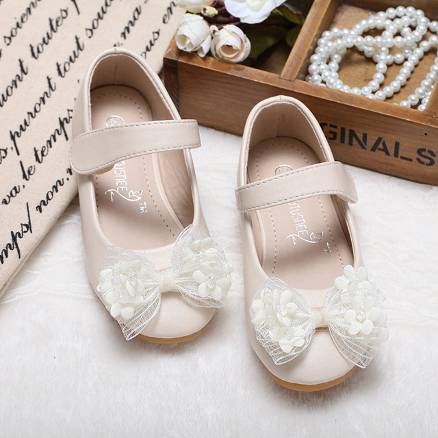 Hot Autumn Girls Shoes Fashion Korean flower bow Children Sneaker Leather  Princess Shoes For Girls Shoes 51343101dce3
