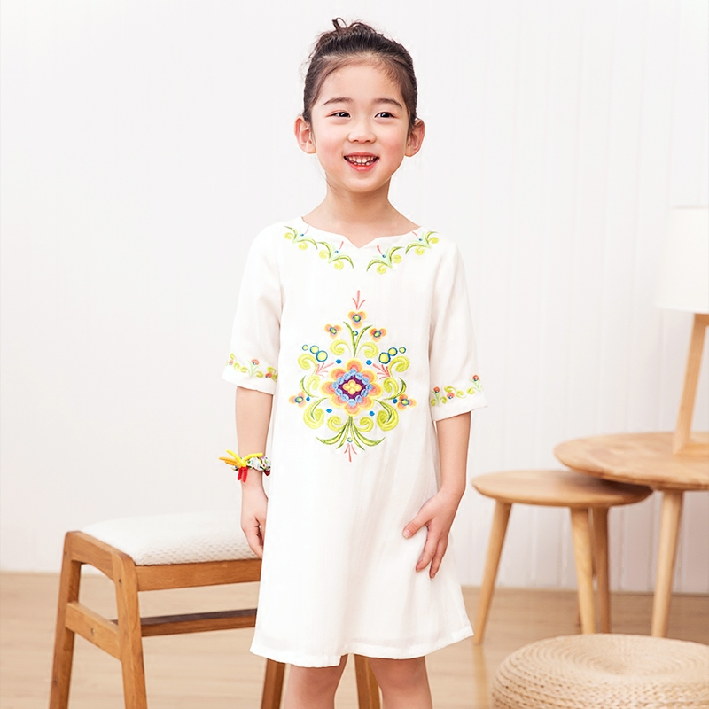 2018 spring and summer new girl pure color temperament ethnic style embroidery dress small fresh cotton and linen dress ethnic style totem print shirred waist dress