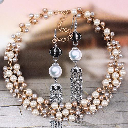 https://ae01.alicdn.com/kf/HTB1dV.tLFXXXXXNXFXXq6xXFXXX9/Elegant-Rose-Crystal-Necklace-Earrings-Faux-Pearl-Jewelry-Set-9A5J.jpg