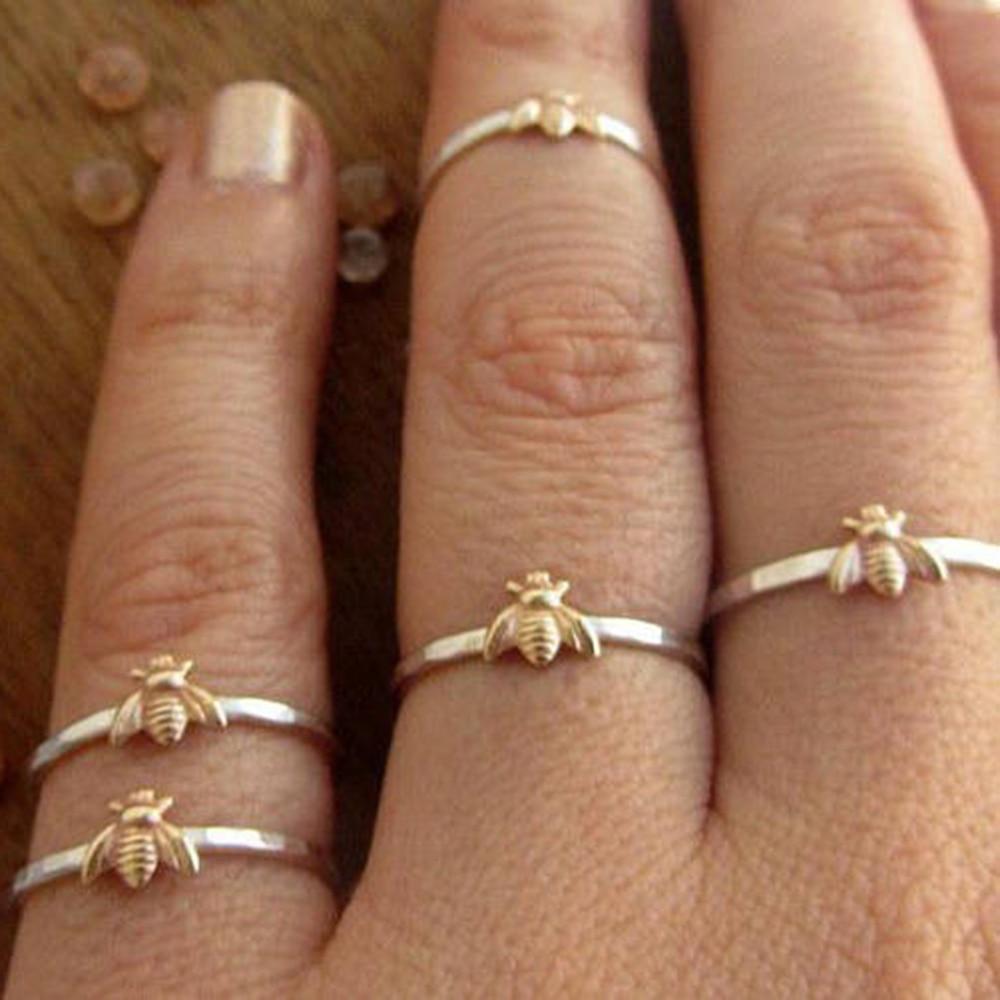 1 Pcs Einfache Tiny Solid Gold Farbe Kupfer Bee Finger Ringe Gold Gehämmert Band Stapeln Ringe Hochzeit Jahrestag Schmuck Modische Muster