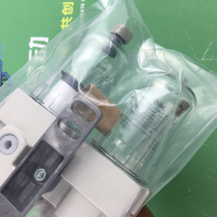 AC40-04BD-A AC40-04BGD-A AC40-04C-A AC40-04BC-A AC40-04BGC-A SMC Gas source processor Filtering the pressure reducing valve japan smc new original large diameter pressure reducing valve ar825 14
