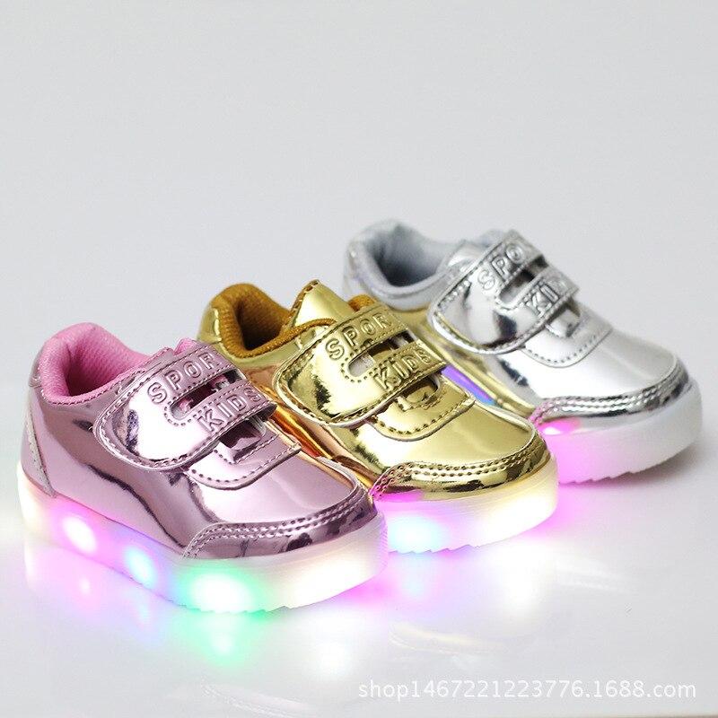 2017 vendita Calda dei nuovi bambini scarpe pattini del capretto di modo di illuminazione luci lampeggianti scarpe