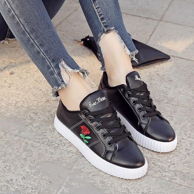 Mode Brogue Sepatu Bordir Wanita Bunga Mawar Klasik Putih Creepers