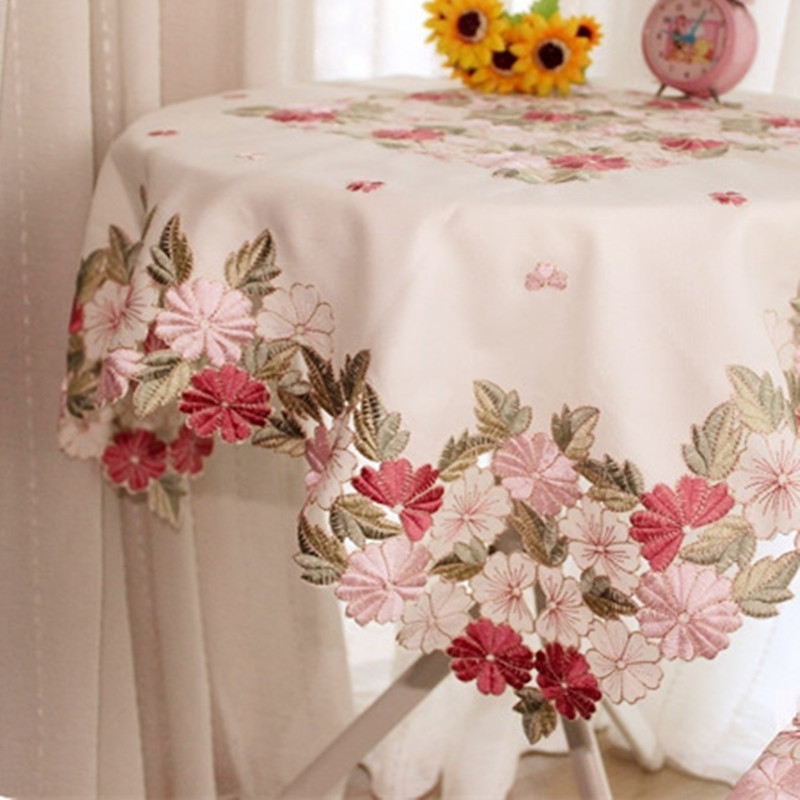 Carré 85 * 85cm Cutwork À La Main Brodé Table Cloth Topper De Luxe Polyester Satin Jacquard Broderie Floral Nappes