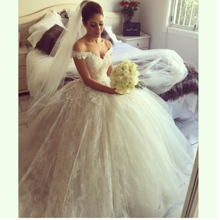2015 New Off Shoulder Short Sleeve Princess Ball Gown Wedding Dresses Bridal Custom Size 2 4 6 8 10 12 14 16 18 W1069 In From