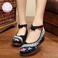 Enclavamiento de flores Bordado 5 cm Mujeres Bombea Los Zapatos Viejos de Pekín Mary Janes Dentro Aumento de Suela Suave Zapatos De Tela Mujer