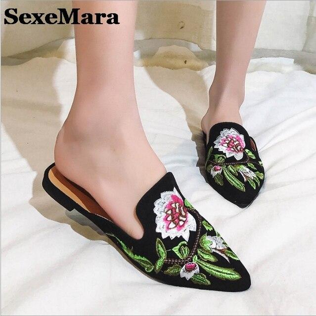 Sexemara новый 2017 весна лето цветок вышивать бархат мулов острым носом женщины тапочки моды ботинок квартир женщина s199