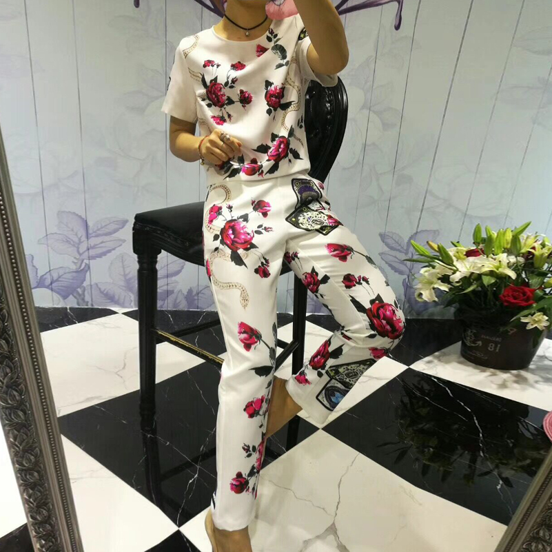 2018 New Summer Designer Suit sets Women short sleeve fashion tops+Pattern flowers Print casual Pants Elegant 2-piece set fashion girls new suit tops and pants 2 sets flare sleeve lotus leaf pattern o neck lace bass pants street style girl clothes
