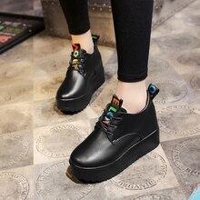Новые сникерсы, женская обувь, женская повседневная обувь из лакированной кожи черного и белого цвета, женская обувь на шнуровке, обувь на плоской платформе, оксфорды