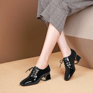 Image 5 - נשים קיץ עקבים גבוהים אופנה עור אמיתי משאבות אביב עבה נעלי עקבים כיכר טו שרוכים העקב אישה נעלי 2020