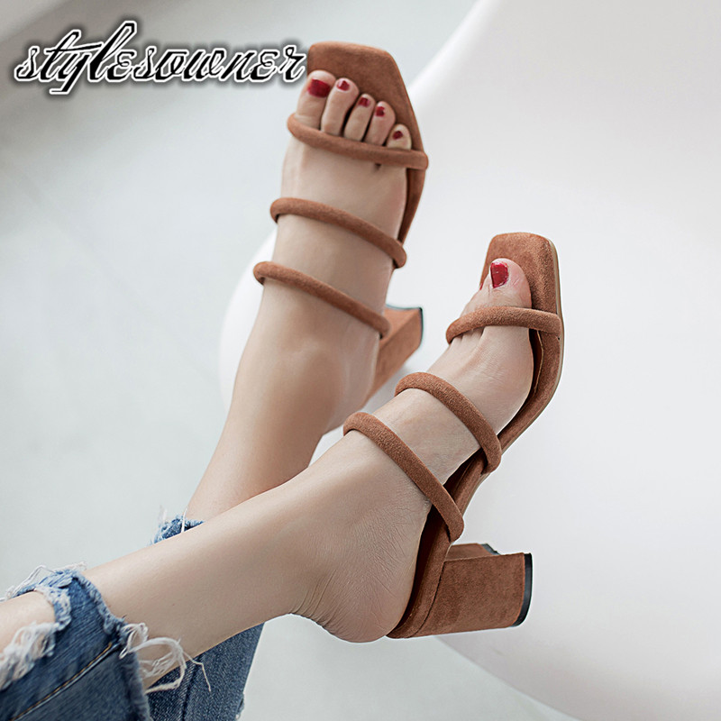 Stylesowner New Design High Quality Slippers Female Outside Beach Shoes Flock Hollow out Comfortable Thick Heels Classic SlipperStylesowner New Design High Quality Slippers Female Outside Beach Shoes Flock Hollow out Comfortable Thick Heels Classic Slipper