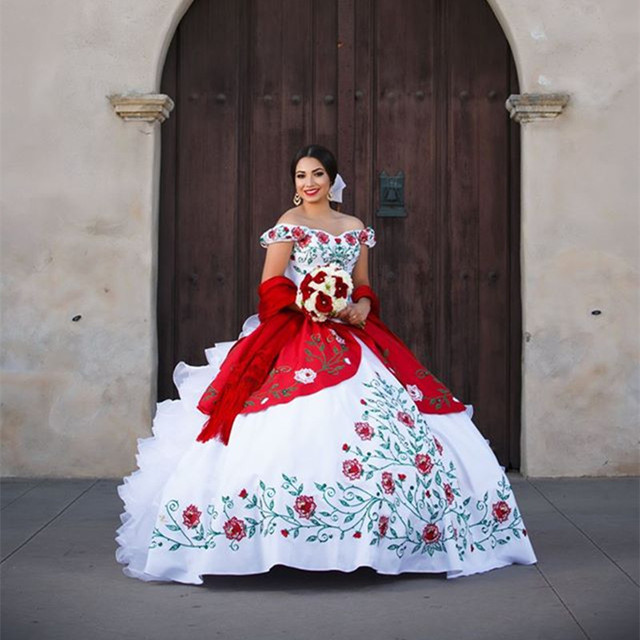 Vestido De 15 Anos 2017 White Red Embroidery Quinceanera Dresses Ball Gown Off Shoulder Ruffles Organza Sweet 16 Dress