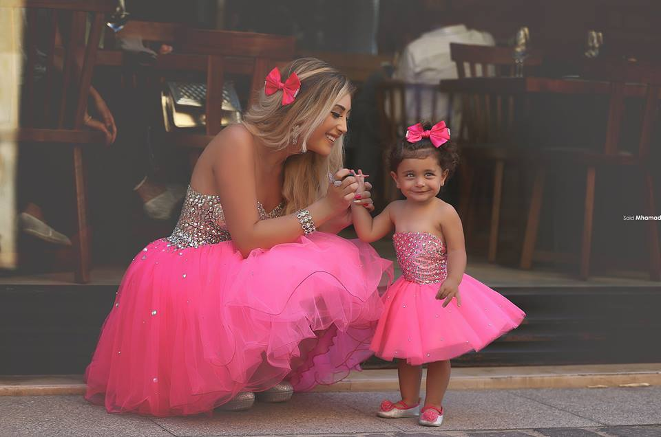 2016 recién llegado de encanto vestido de bola rosado brillante ...