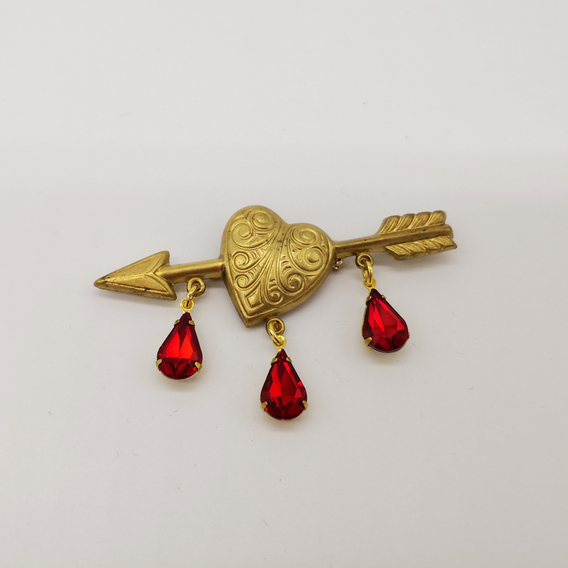 Vintage Victorian Brass The Arrow Of Love Brooch Copper Pins Crystal Rhinestone Pin Gothic Badge Antique Jewelry