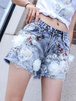 2018 Spring Summer Female Student New Flower Beads Embroidered Shorts Women Skinny Washed Jeans Leisure Hot Pants