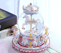 Fashion Creative Resin Crafts Music Box Ornaments Carousel Crystal Ball Music Box Sincerity Birthday Gift Music Box Q275