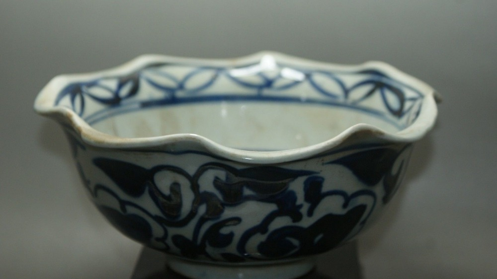 Buy china old blue and white crackle for Decorating with blue and white pottery
