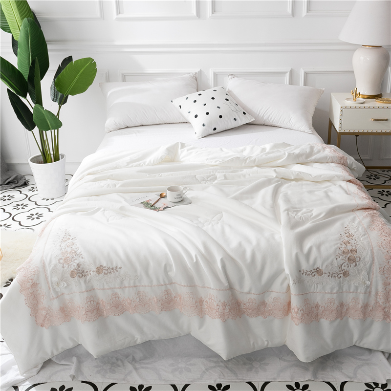 luxury 60S Egypt cotton Summer Quilt Embroidered Pearl Applique Duvet Fill Microfiber mulberry silk Lace Comforter Queen sizeluxury 60S Egypt cotton Summer Quilt Embroidered Pearl Applique Duvet Fill Microfiber mulberry silk Lace Comforter Queen size