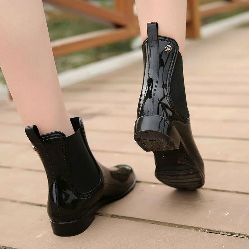 Image 3 - Wenjie brother/женские модные резиновые сапоги из мягкого ПВХ с эластичными лентами; короткие резиновые сапоги на Плоском Каблуке; Водонепроницаемая Обувь-in Полусапожки from Обувь