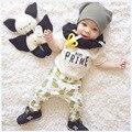 Nueva moda 2017 Otoño de Los Bebés Que Arropan Algodón de Manga Corta camiseta + Pantalones Bebé de La Manera Muchachos de Piña ropa