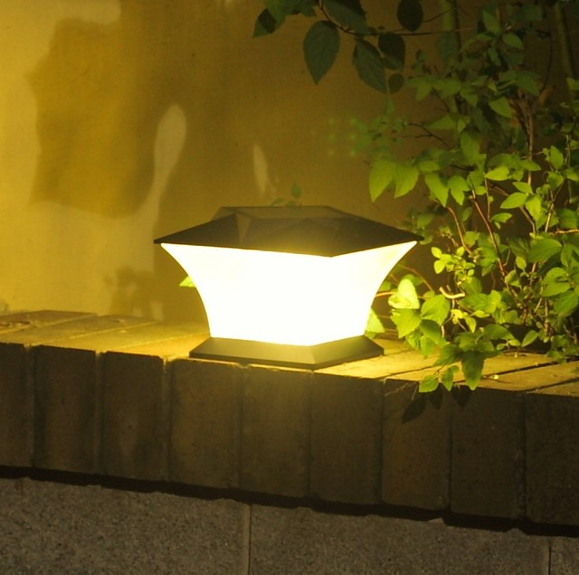 18LED  Outdoor Solar Post Cap Lamp Solar Path Spot Light Solar Lamp Garden Decoration LED Solar Light  for Emergency