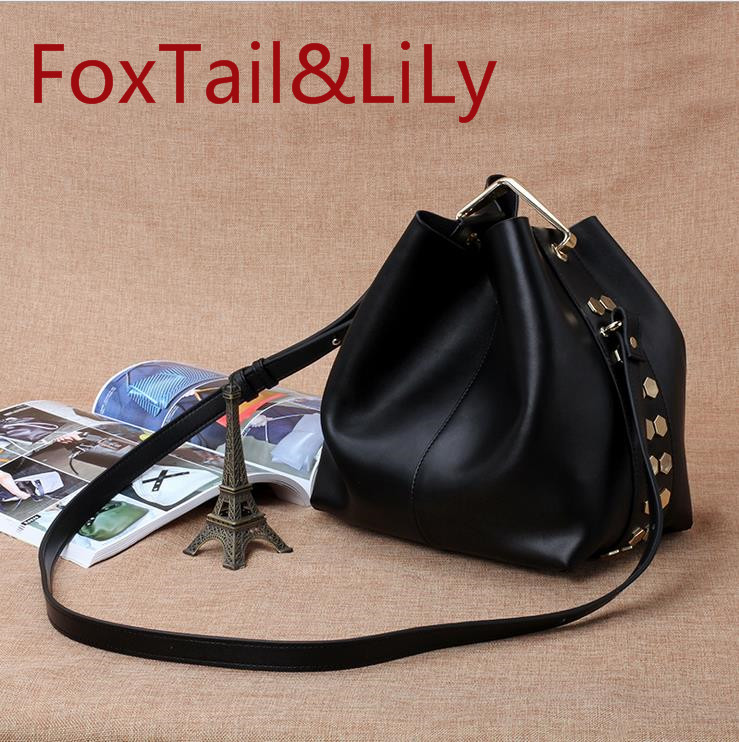 2017 spring and summer real cow leather handbags fashion frosted leather metal rings crossbody bag retro shoulder Messenger bag aetoo the new oil wax cow leather bags real leather bag fashion in europe and america big capacity of the bag