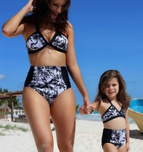 2019 Mother Daughter Swimsuits Family Look Mommy and Me Swimwear Mom Daughter Matching Clothes Bikini Bathing Suits Beach Dress