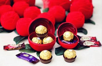 European style Red Rose flower Velvet Chocolate Candy Boxes Wedding party Favors Holder free shipping