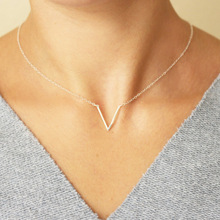 Metal V-shaped necklace Exquisite ladies short clavicle