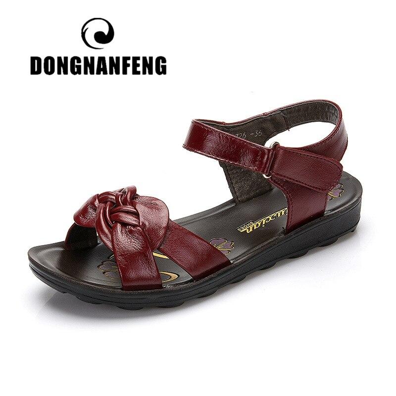 Dongnanfeng Frauen Wohnungen Alte Mutter Schuhe Sandalen Strand Pu Kuh Echtes Leder Sommer Gummi Casual Zurück Strap Größe 35- 41 Yf-1726
