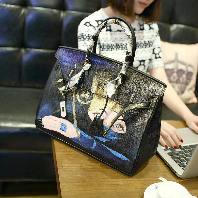 2016 Lucky Goddess Original hand-painted graffiti package Personality spoof Graffiti Platinum Package 35CM lock large handbag 2016 fashion graffiti printed high quality pu leather handbag platinum package buckle handbag with multicolored print large bag