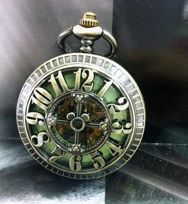 Prix pour Grand Nombre Arabe Creux Croix Conception Vintage Cut-out Bronze Montre De Poche Mécanique