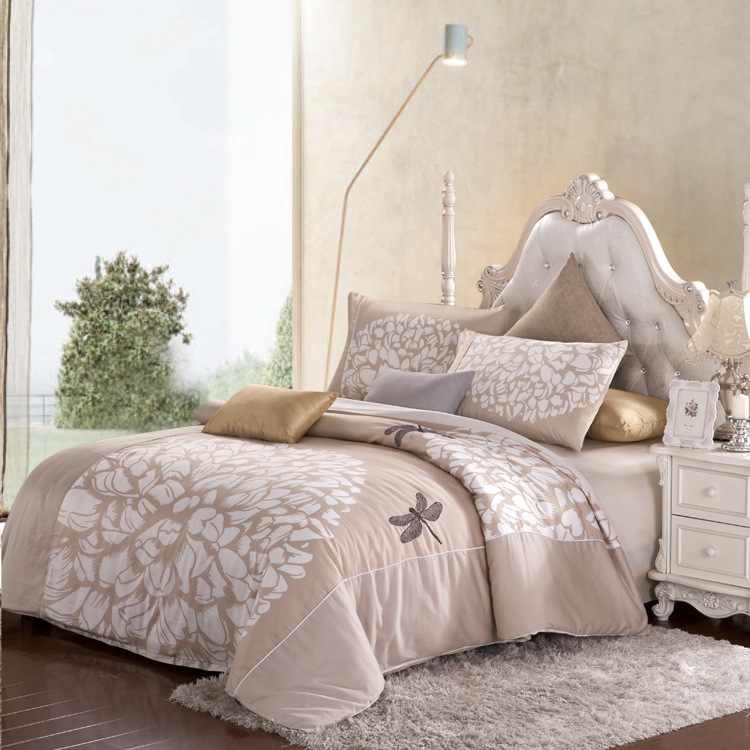 High Quality Printed Embroidered 4 Pieces Bedding Sets