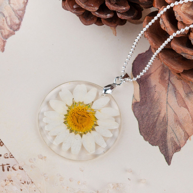 8SEASONS Handmade Boho Transparent Resin Dried Flower Daisy Necklace Ball Chain Silver Plated White Round 45cm long,1 Piece