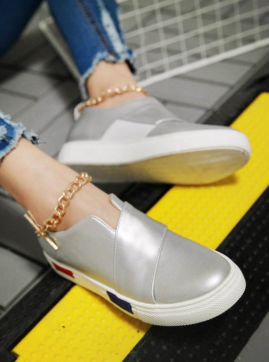 ФОТО Thick sole Women flat shoes solid casual slip on round toe loafer shoes metal decoration fashion lady platform shoes silver