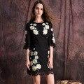 2016 envío moda media manga de la llamarada delgado otoño elegante una línea Casual flor blanca bordado encima de la rodilla vestido de encaje negro