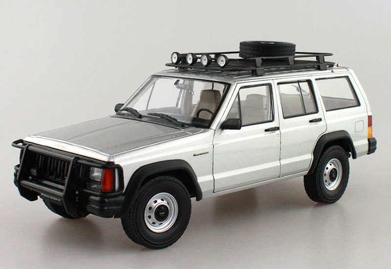 1:18 Diecast Model for Jeep Cherokee 2500 Silver SUV Alloy Toy Car Miniature Collection Gifts 1 18 bjc jeep 212 with cannon army military suv diecast alloy metal suv car model toy boy girl birthday gift collection hobby