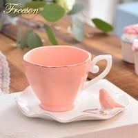 Elegante británico mariposa pájaro china de hueso la taza de café platillo cuchara set 220 ml taza de té de cerámica Europa porcelana perfumado té