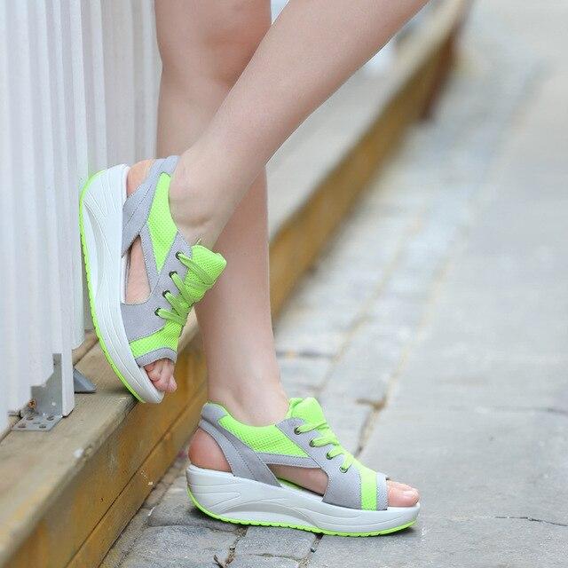 Sandálias das Mulheres 2019 Moda Verão Malha Respirável Sapatos Casuais Cunhas Sandálias Das Senhoras Das Mulheres Ata acima Plataforma Sandalias