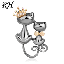 Vintage Metal Crystal Couple Queen Cat Brooch For Women Mom Collar Pins Corsage Double Animal Brooch Badges Jewelry Accessories