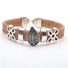 Pulseira em cortiça natural com símbolo árvore da vida e outros