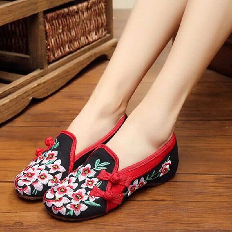 Ladies Old Peking Flower Shoes Women Casual Flats Shoes Peach Blossom Embroidered Cloth Clogs Shoes Super Soft Flats Girls size 34 41 fashion shoes woman old beijing mary jane flats casual chinese style peony flower embroidered cloth canvas shoes