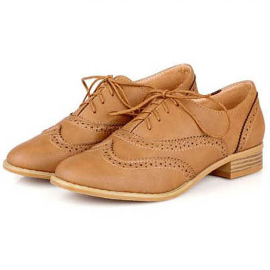 mejor amado 2ba9f bd719 De moda de punta redonda de las mujeres zapatos Oxford planos de tamaño  34-43 zapatos de mujer Vintage tallado zapatos de Oxford para las mujeres  ...