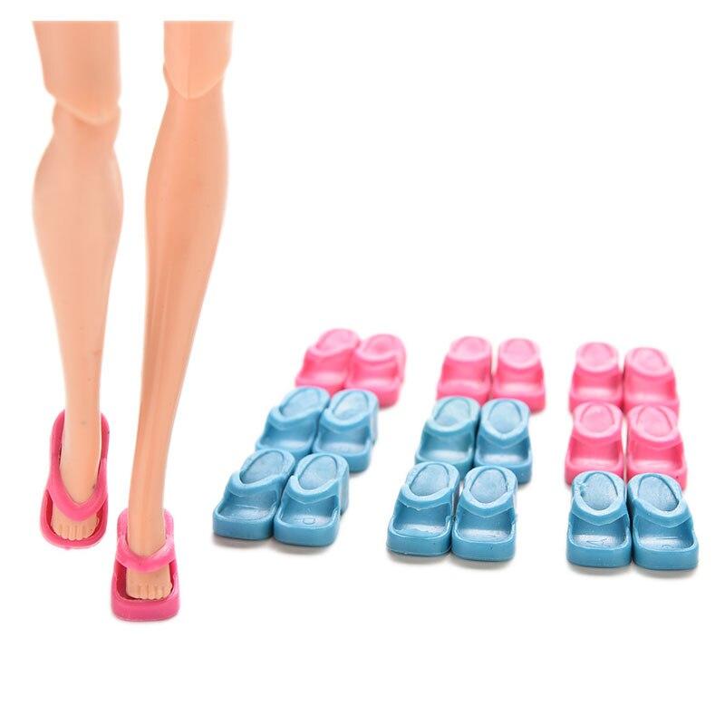 d5fd0bf9ae5 Cheap 2017 New 10 Pares Meninas Chinelos Coloridos Acessórios Da Boneca de  Brinquedo Para O Brinquedo Encantador Caçoa o Presente Bonecas vestir  Acessórios