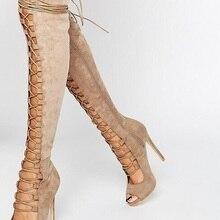 dc4ceda2614 Sandalias de gladiador recortadas a la moda de gamuza negra con cordones y  tiras por encima de la rodilla para mujer