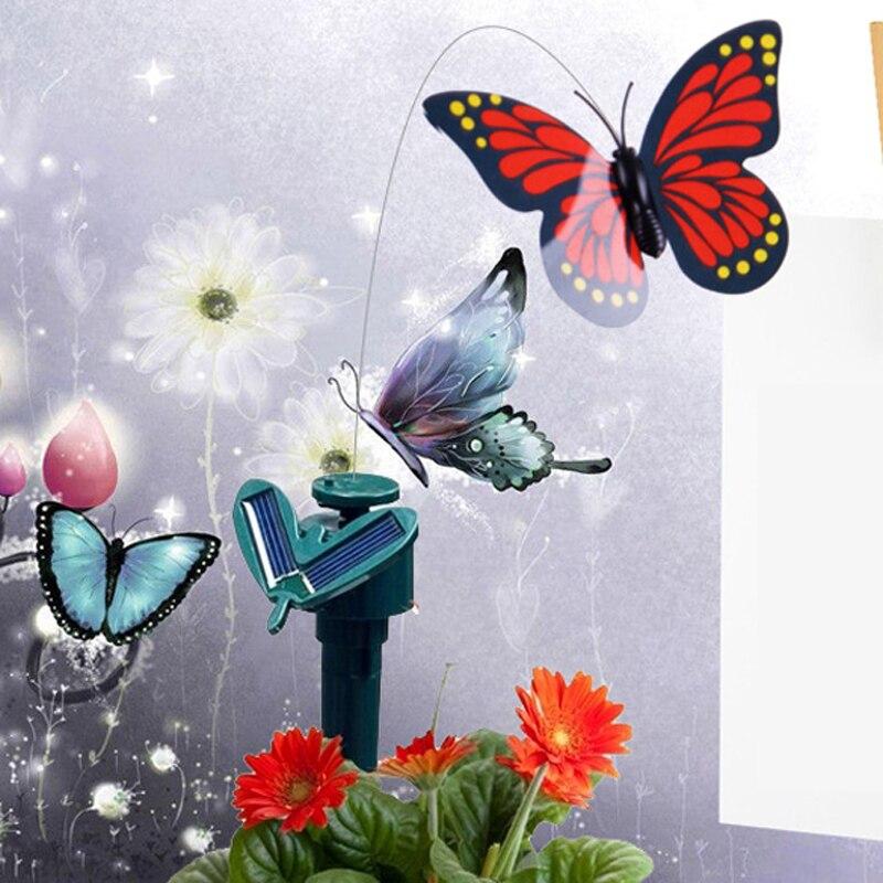 Открытка порхающая бабочка