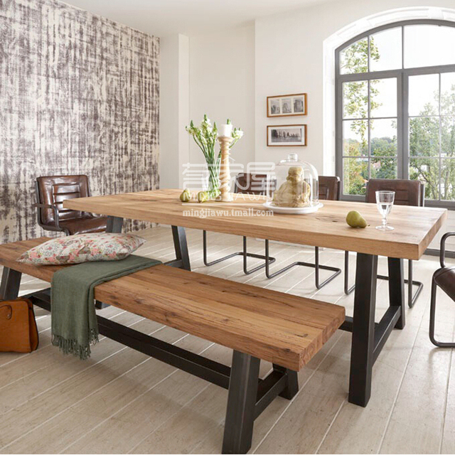 Amerikaanse eetkamer bar tafel retro hout om de oude smeedijzeren ...